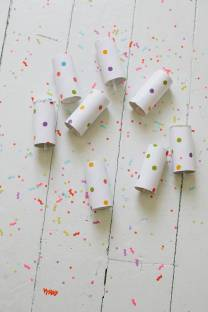 push-up confetti launchers