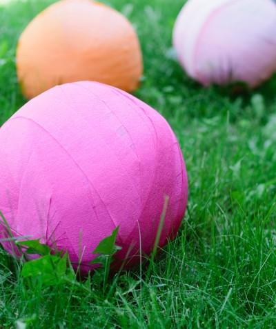 giant-balls-on-the-lawn