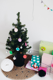 patterned rope tree skirt