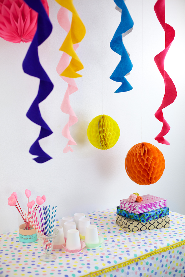 The easiest felt circle party streamers