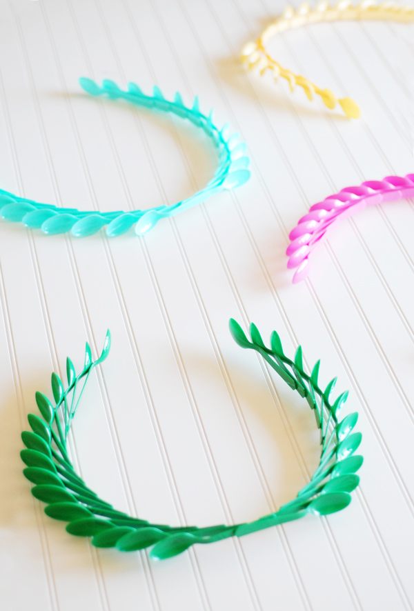 Plastic Spoon Laurel Wreaths