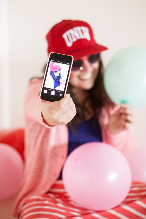 Selfie hot potato - fun party game!