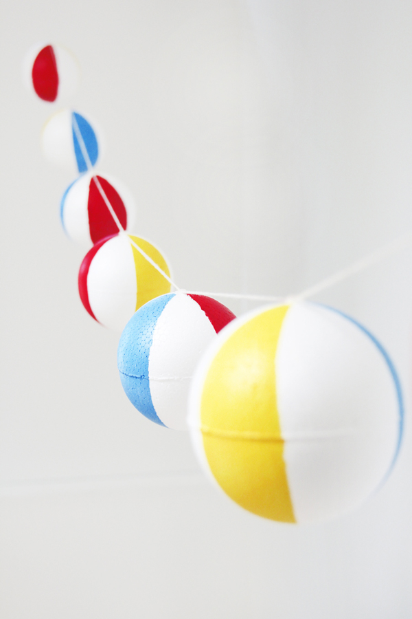 DIY-Pool-Party-Beach-Ball-Garland