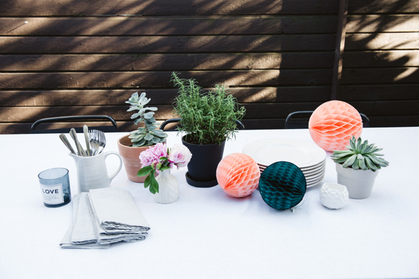 Toss honeycombs on the table for an quick and festive party look