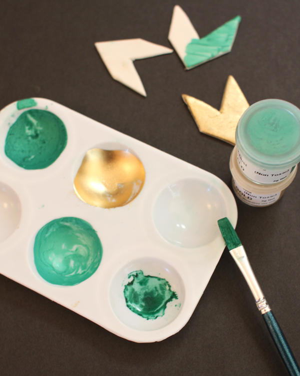 How to use gold foil for decorating cakes