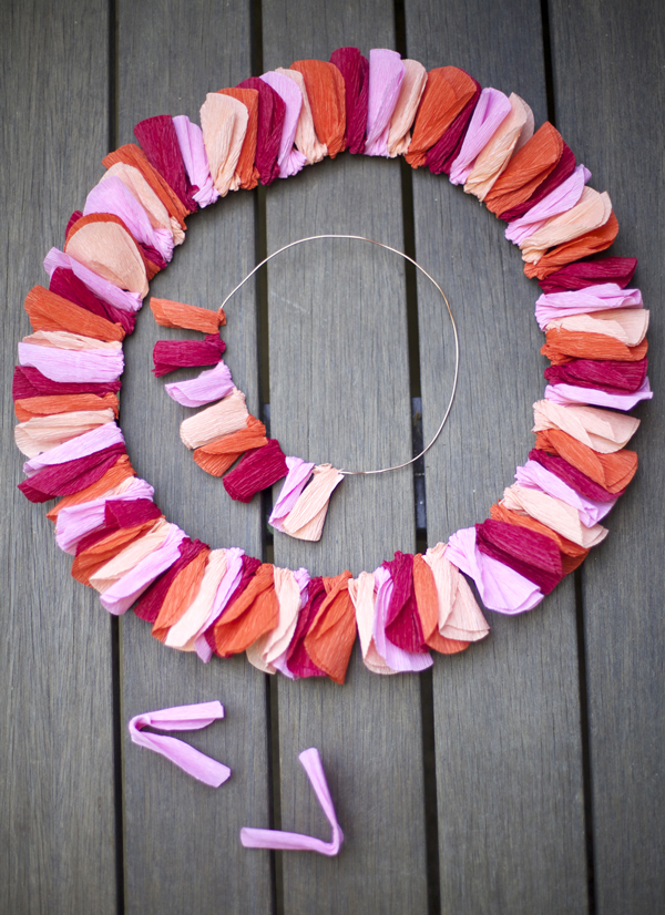 How to make a crepe paper wreath