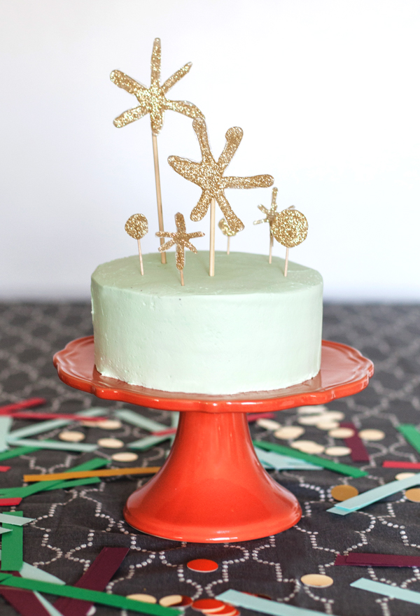 Golden glitter star cake topper.