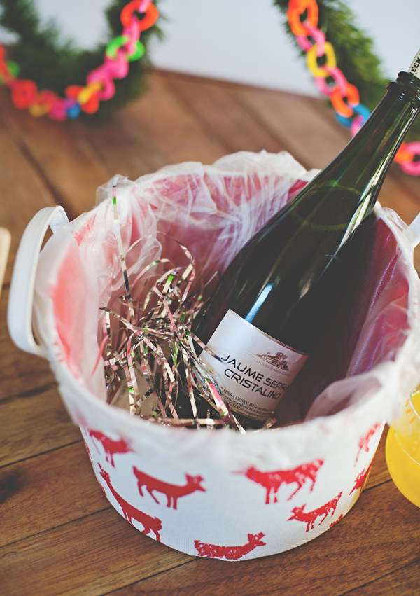 Line any bucket in Glad press and seal for an instant ice bucket! Add tinsel to the ice to make it festive.