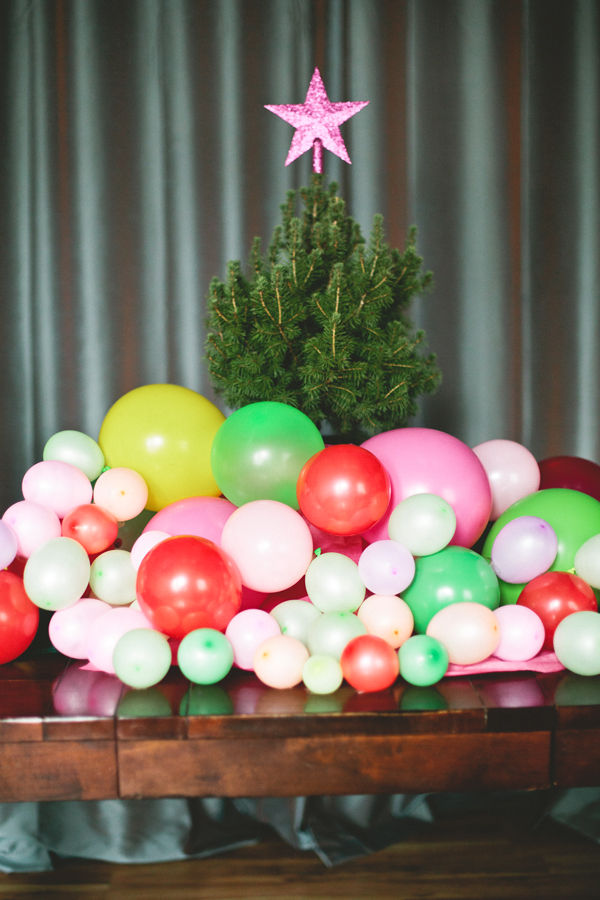 Balloon tree skirt