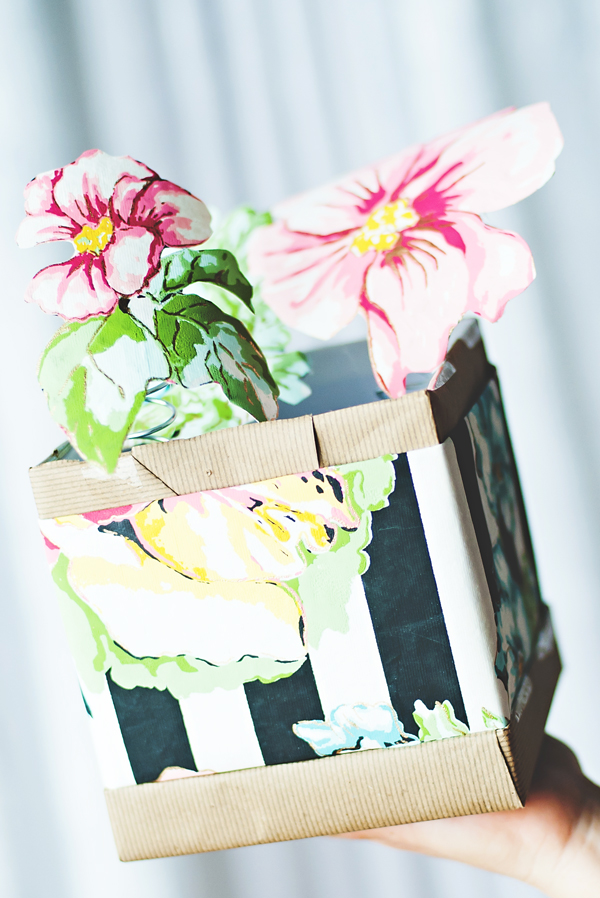 Paper flower pop-up box