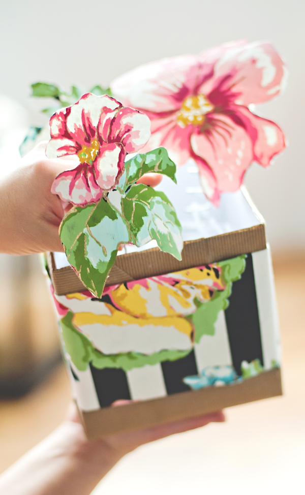 Pop-up floral gift box