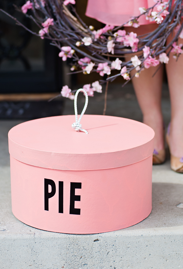 DIY pie carrying box
