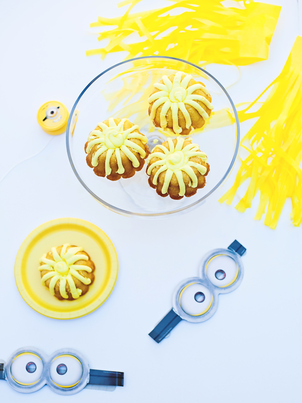 Minion mini banana bunt cakes