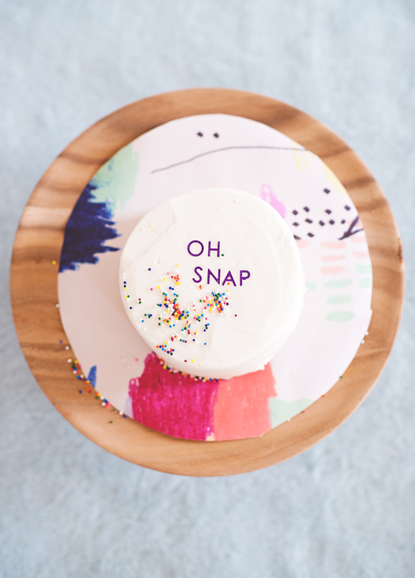 How to decorate cakes with stickers
