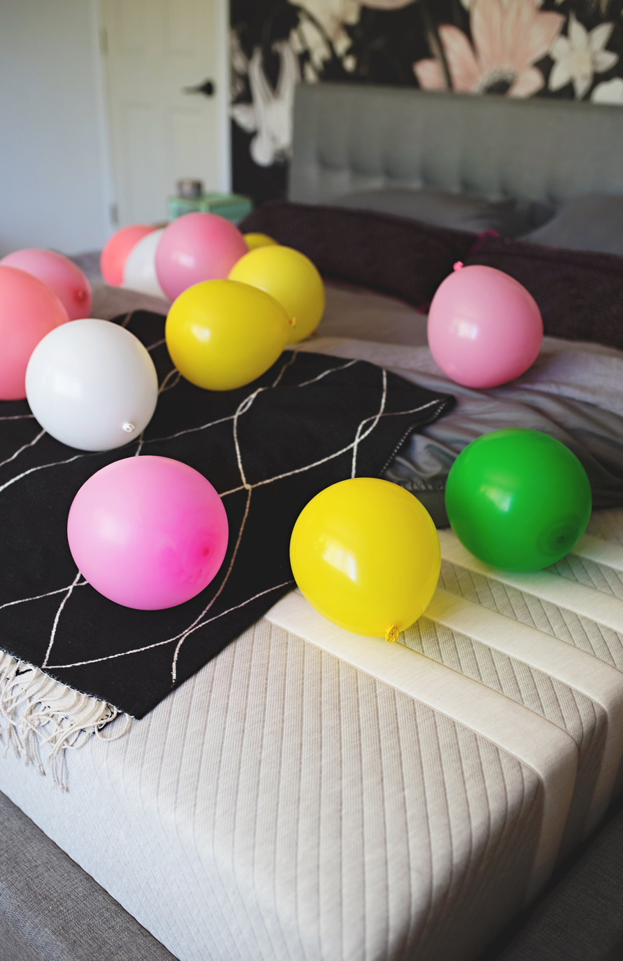 Bedroom balloon surprise DIY