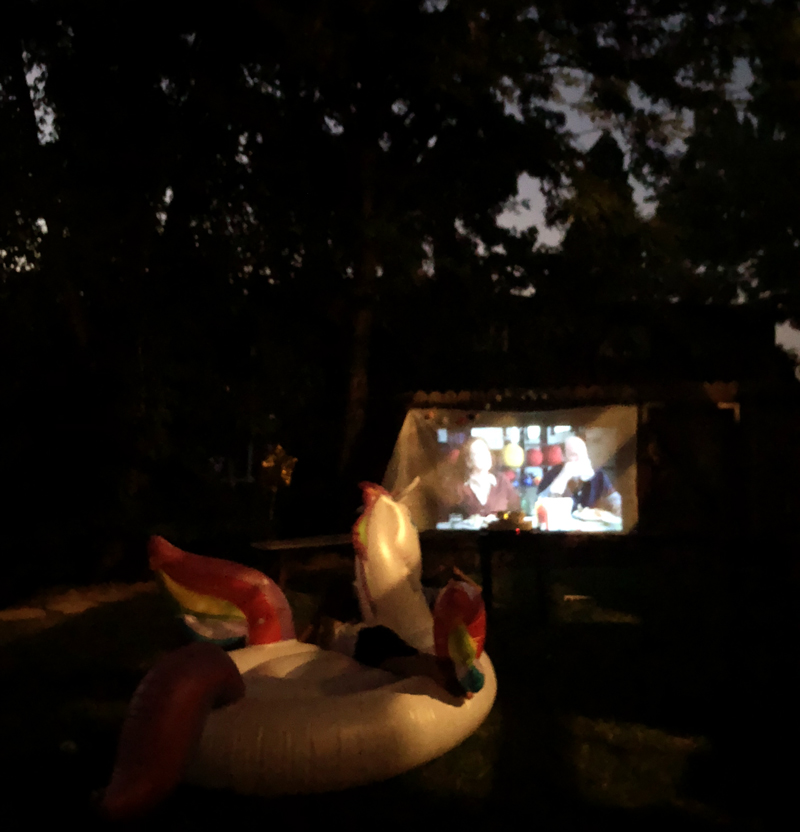 How to choose a movie night projector