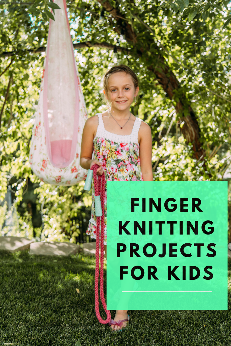 Finger knitting projects for kids. How to finger knit. Tips and tricks for finger knitting and 9 fun projects for kids to make.