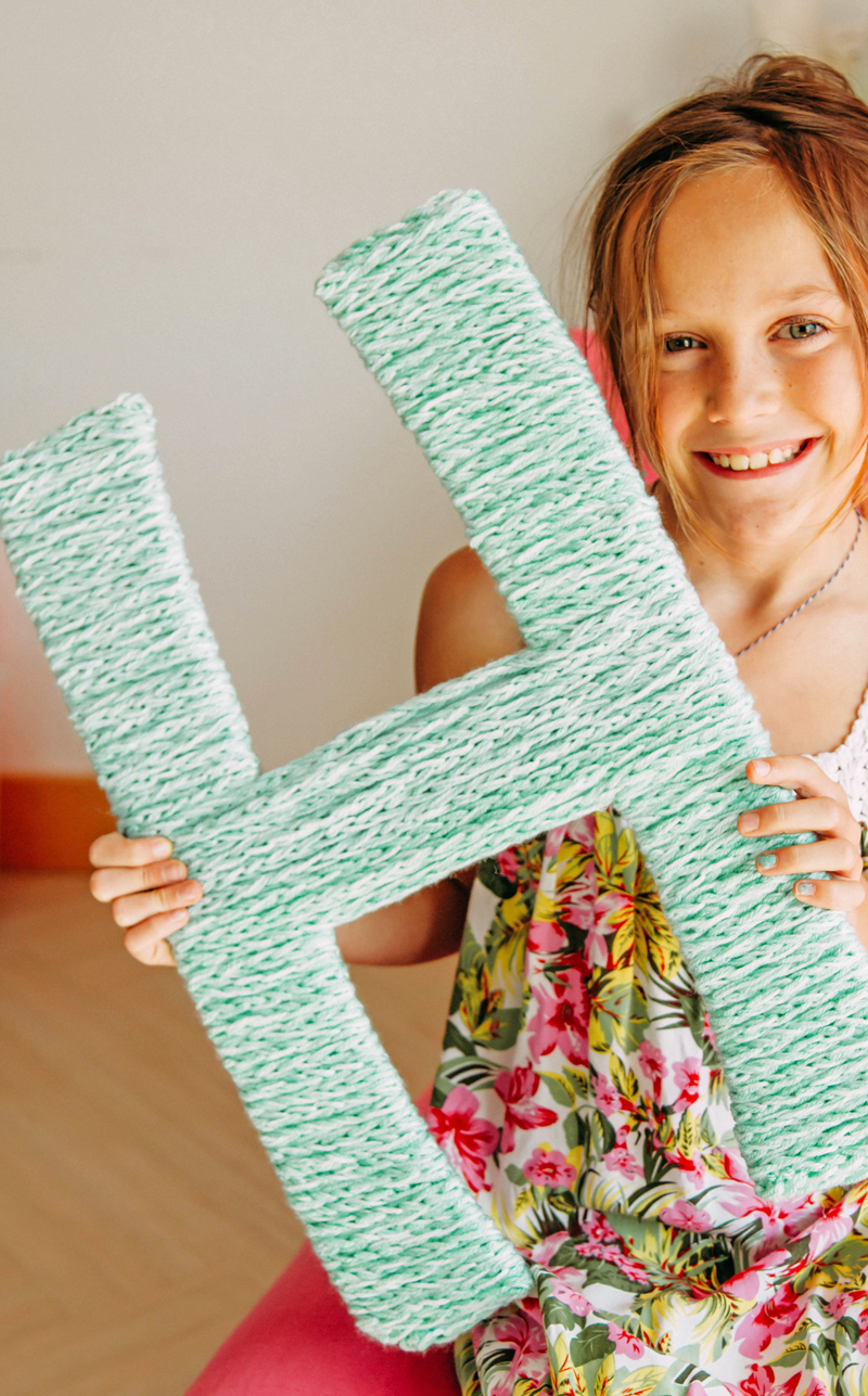 How to finger knit a giant monogram letter for home