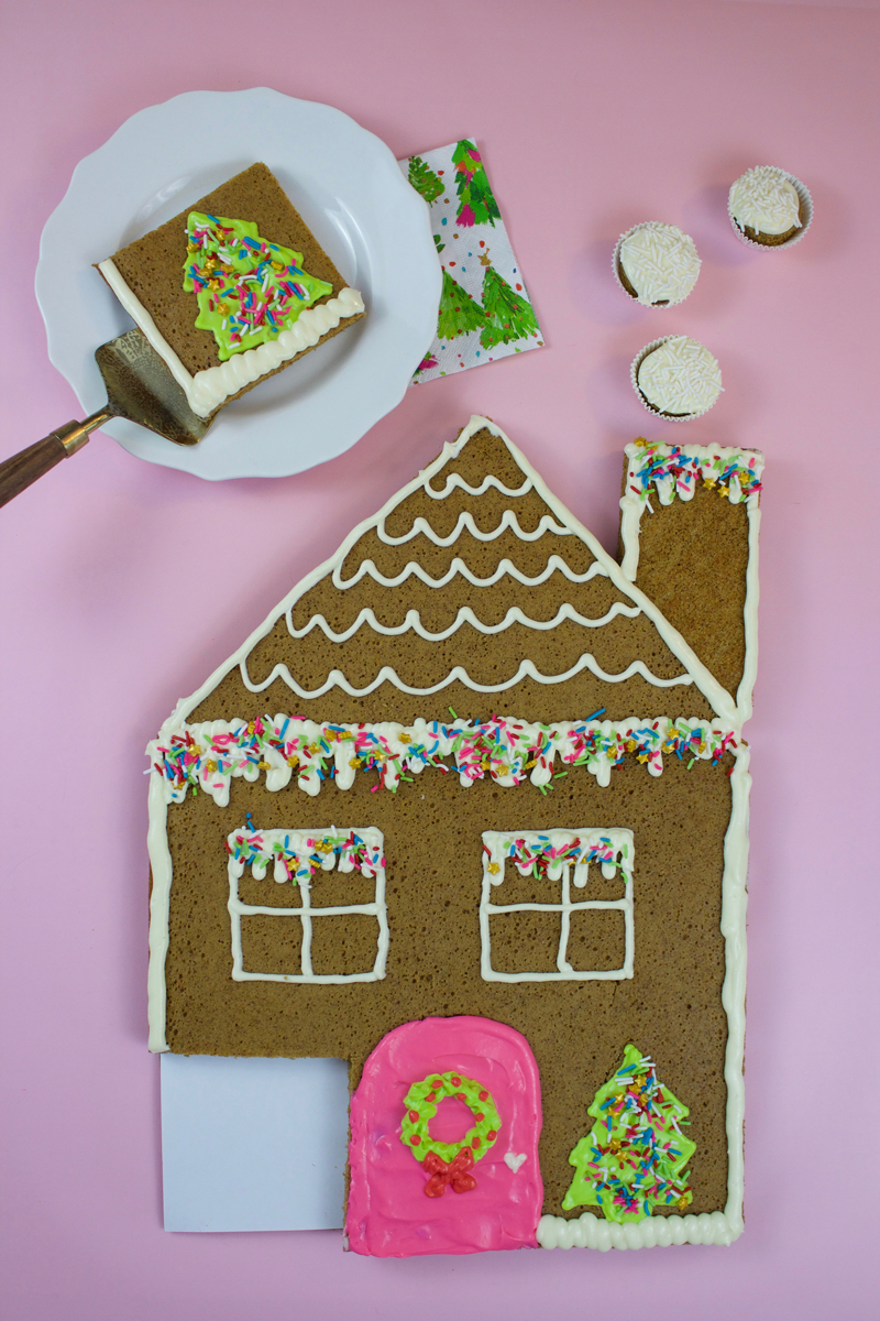 How to decorate a gingerbread house cake for Christmas