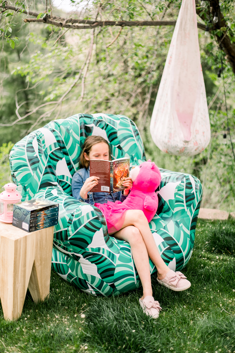 how to make a diy outdoor reading corner